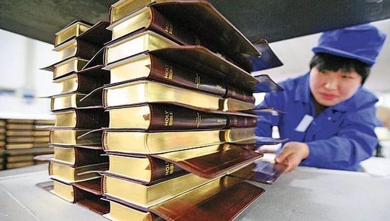 China prohíbe comprar o vender la Biblia por internet